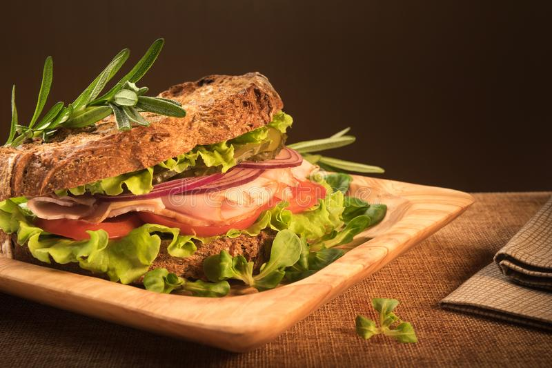Sandwich à pain de Rye pour le casse-croûte sain images stock