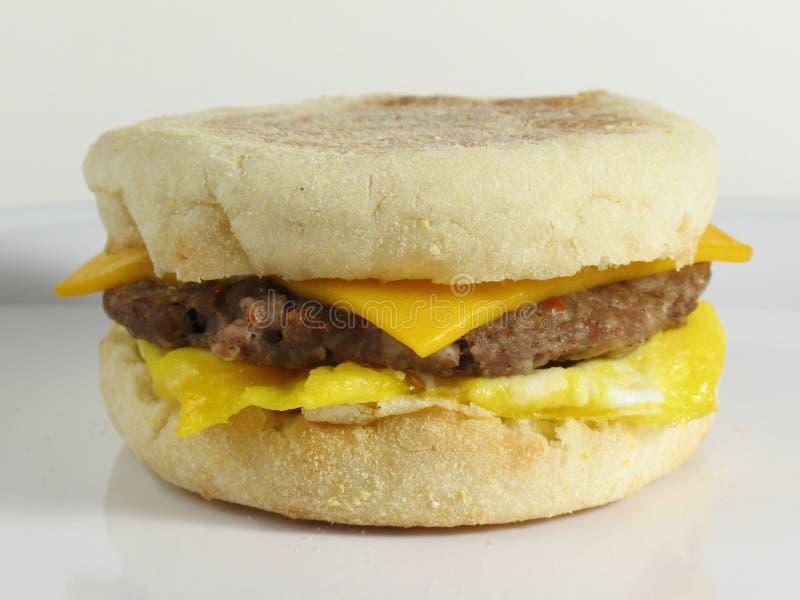 Sandwich à saucisse et à oeufs photo stock