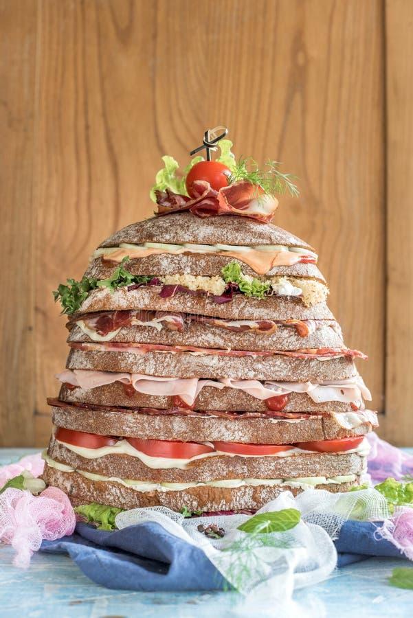 Sandwich énorme servi image stock