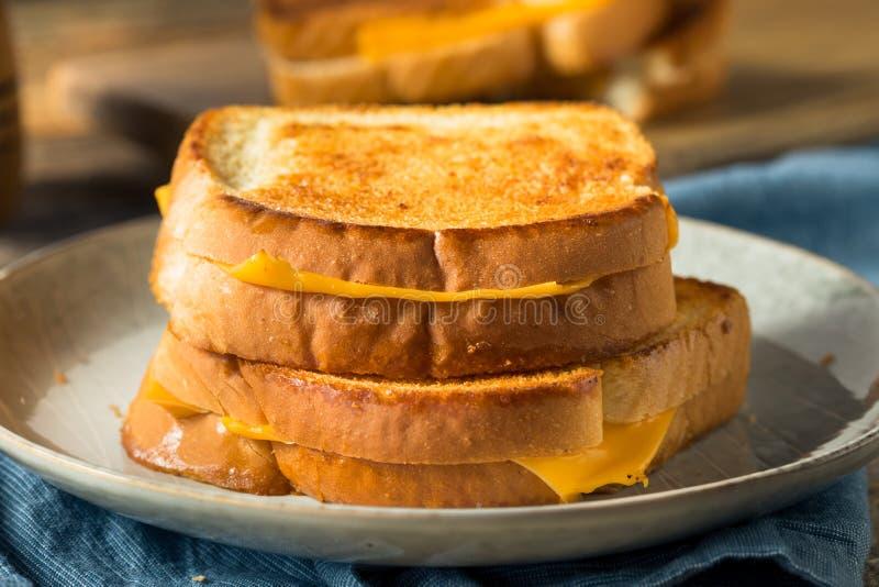 Sandwich au fromage grillé maison images libres de droits