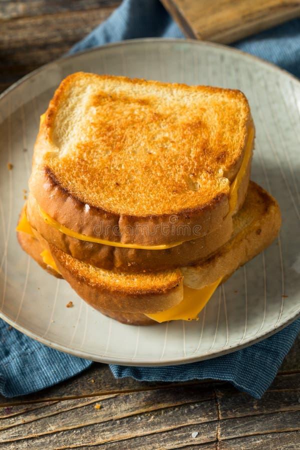 Sandwich au fromage grillé maison photo libre de droits