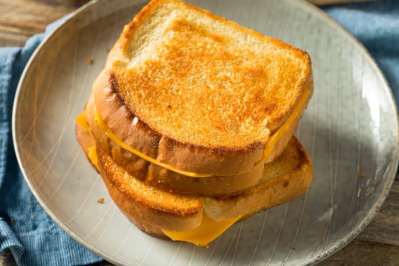 Sandwich au fromage grillé maison photos stock