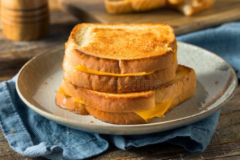 Sandwich au fromage grillé maison image stock