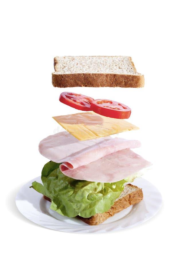 Sandwich au jambon délicieux avec du pain de blé entier photos libres de droits