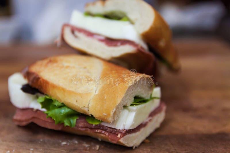 Sandwich au jambon de mozzarella de Buffalo et de parm images stock