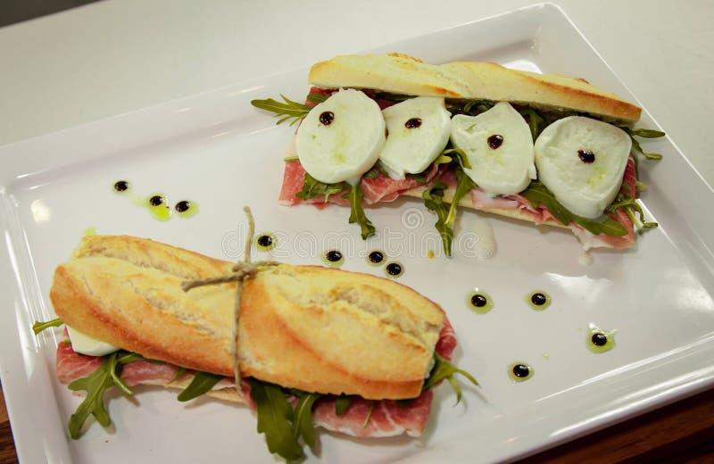 Sandwich au jambon de mozzarella de Buffalo et de parm photographie stock