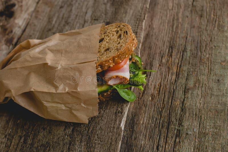 Sandwich auf dem Tisch lizenzfreie stockfotografie