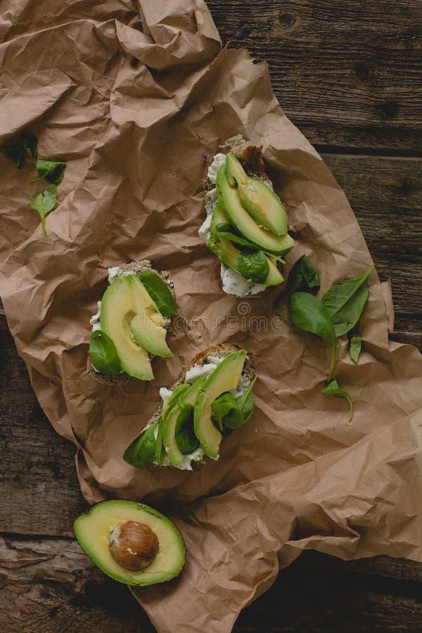 Sandwich auf dem Tisch stockfotos