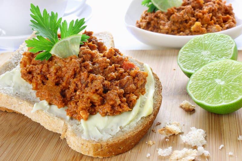 Sandwich avec de la salade de poissons image libre de droits