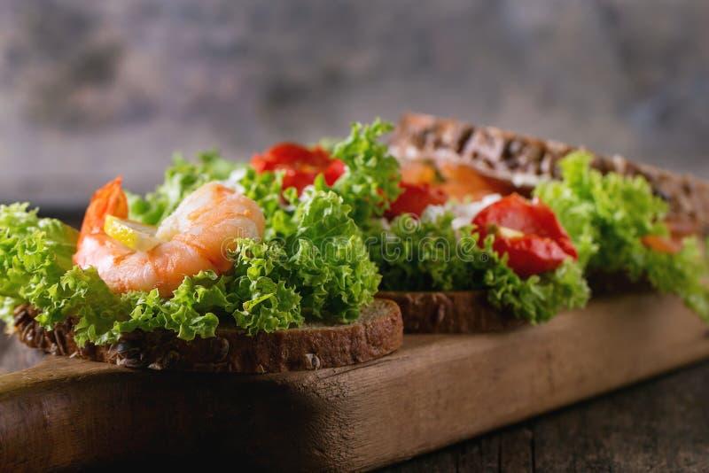 Sandwich avec des fruits de mer image stock