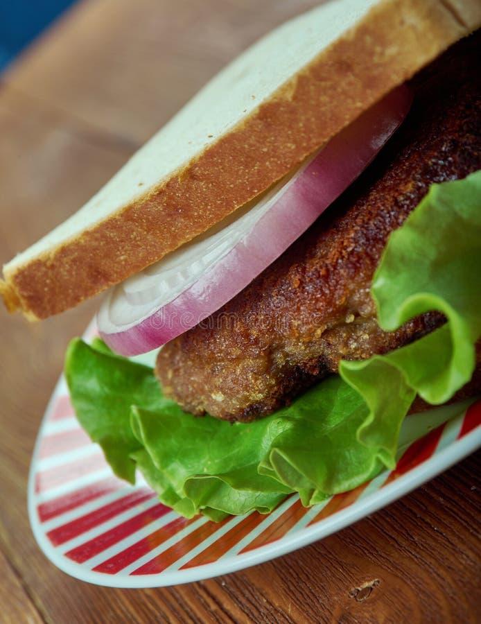 Sandwich avec l'hamburger de poulet image stock