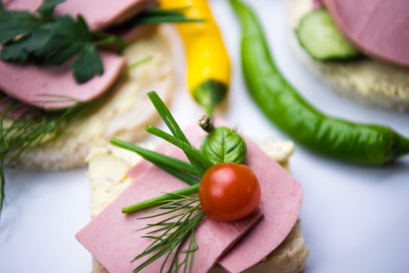 Sandwich avec la saucisse images stock