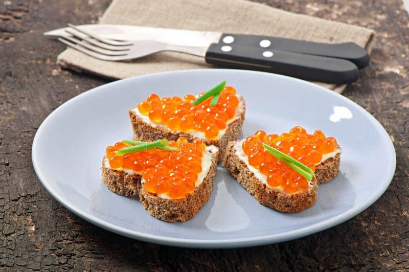 Sandwich avec le caviar rouge photo libre de droits