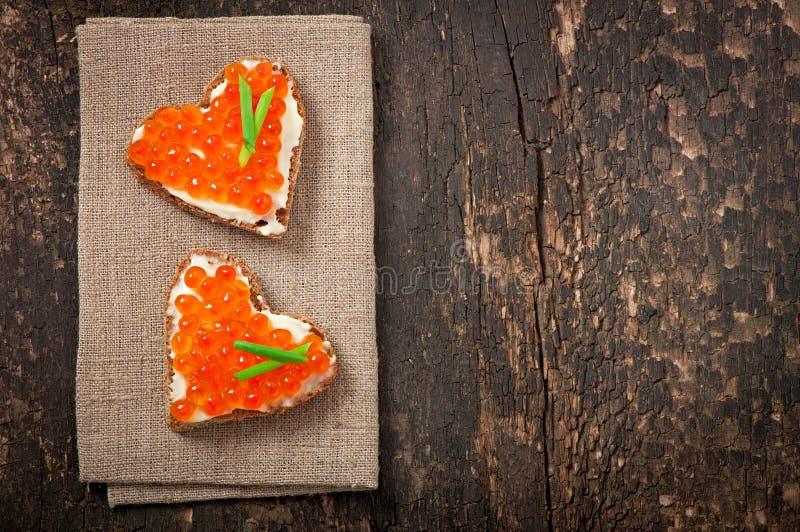 Sandwich avec le caviar rouge image libre de droits