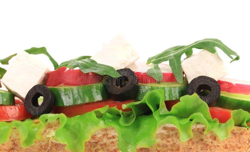 Sandwich avec les olives et le fromage de tomate. photo stock