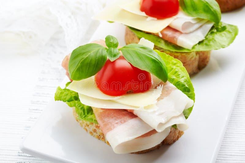 Sandwich con il prosciutto di Parma fotografia stock libera da diritti