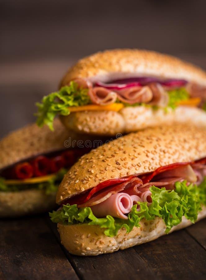 Sandwich con il prosciutto ed il formaggio fotografia stock