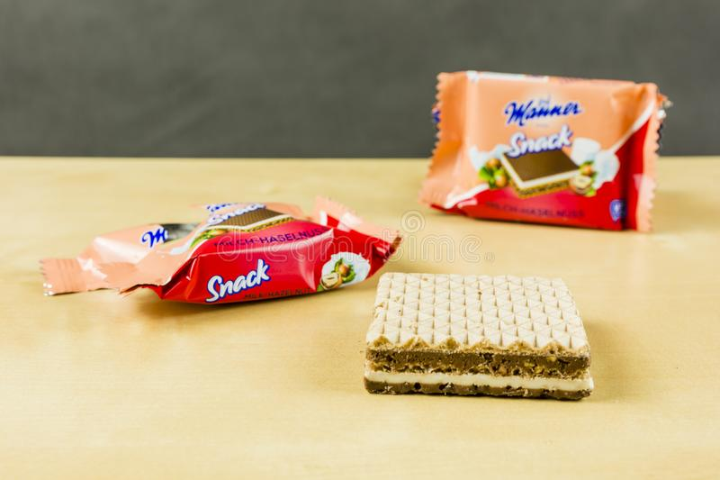 Sandwich déballé à gaufrette avec la noisette d'écrou - façon Wien de casse-croûte photographie stock