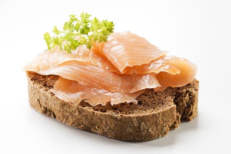 Sandwich di color salmone immagini stock