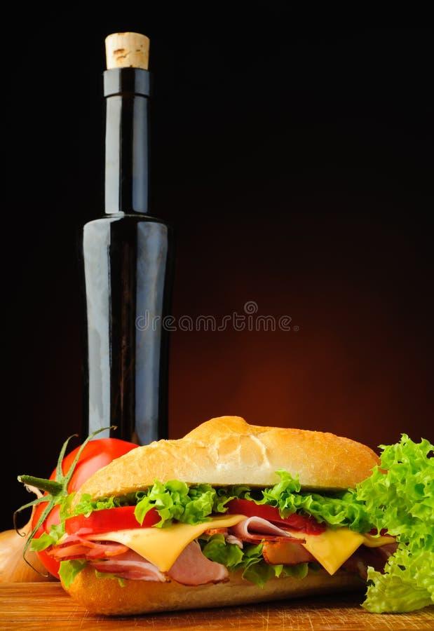 Sandwich et huile d'olive traditionnels photographie stock libre de droits