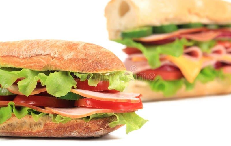 Sandwich frais à pain grillé avec du jambon et la tomate. photo stock