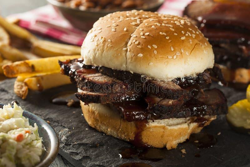 Sandwich fumé à poitrine de barbecue photo stock