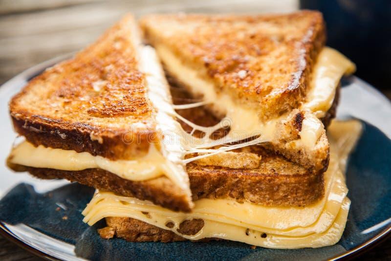 Sandwich grillé à fromage photos stock