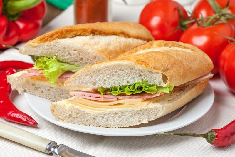 Sandwich italien à panini images stock
