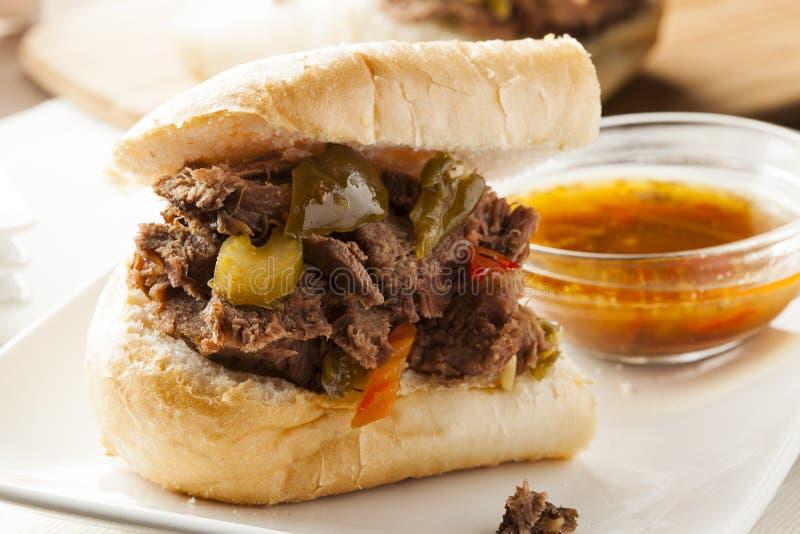 Sandwich italien fait maison juteux à boeuf photos stock