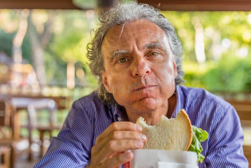 Sandwich mangeur d'hommes dans la campagne italienne images stock