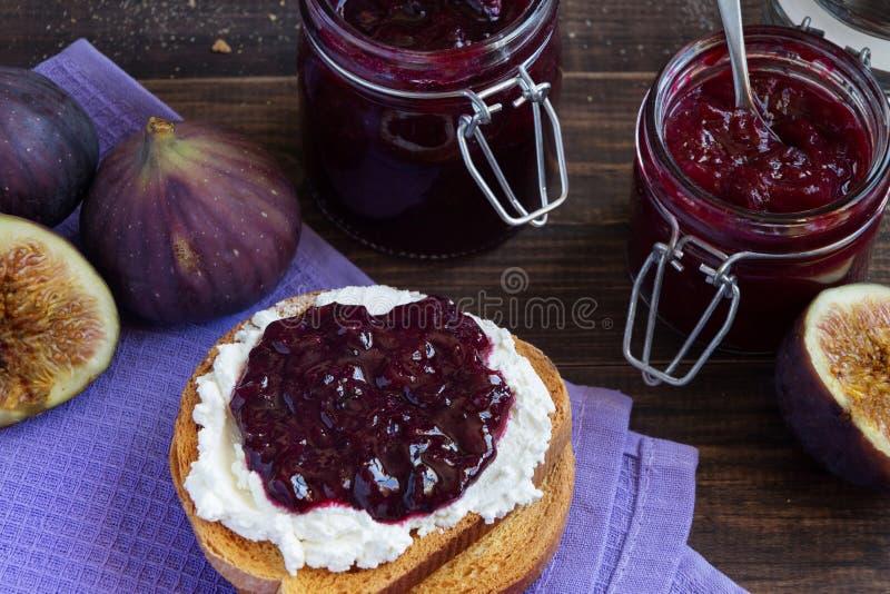 Sandwich met fig.jam en ricotta stock afbeelding