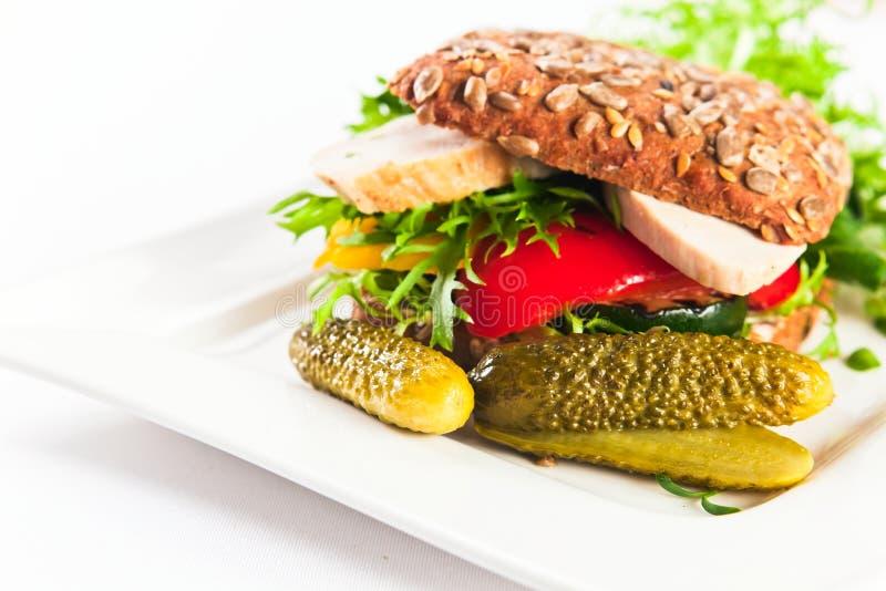 Sandwich met geroosterde groenten en kip royalty-vrije stock afbeelding