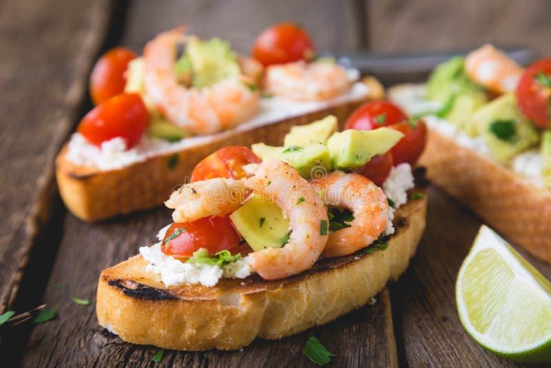 Sandwich met groenten en garnalen royalty-vrije stock afbeelding