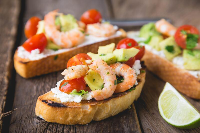 Sandwich met groenten en garnalen royalty-vrije stock foto