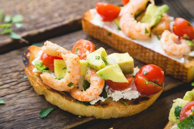 Sandwich met groenten en garnalen royalty-vrije stock fotografie