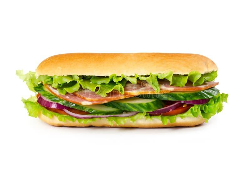 Sandwich met ham, tomaten, komkommer, ui en saladebladeren royalty-vrije stock foto's
