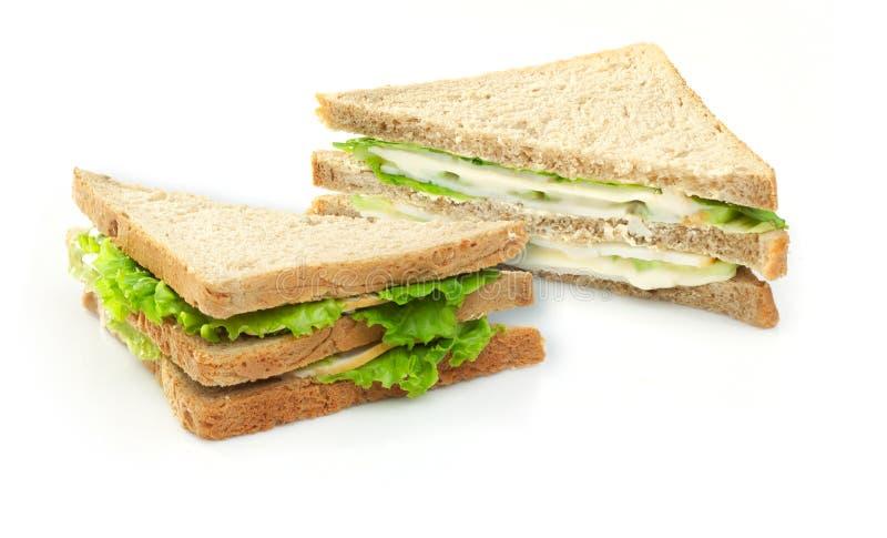 Sandwich met sla, komkommers, kaas, kip stock foto's