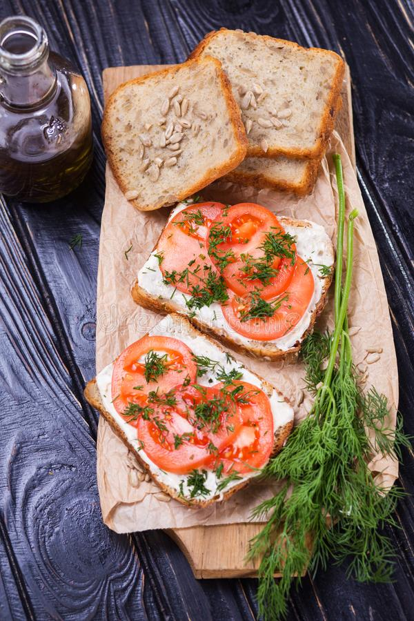 Sandwich met tomaten stock foto's