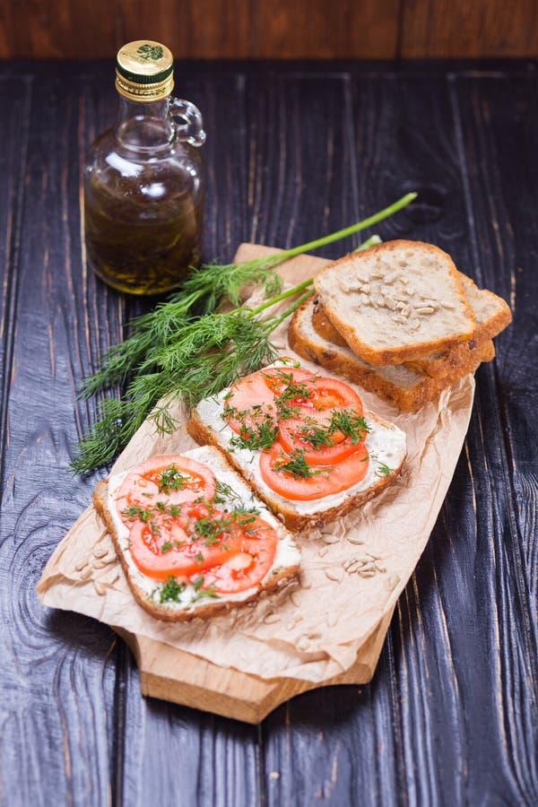 Sandwich met tomaten stock afbeeldingen