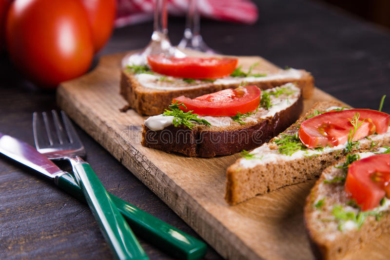 Sandwich met tomaten royalty-vrije stock afbeeldingen