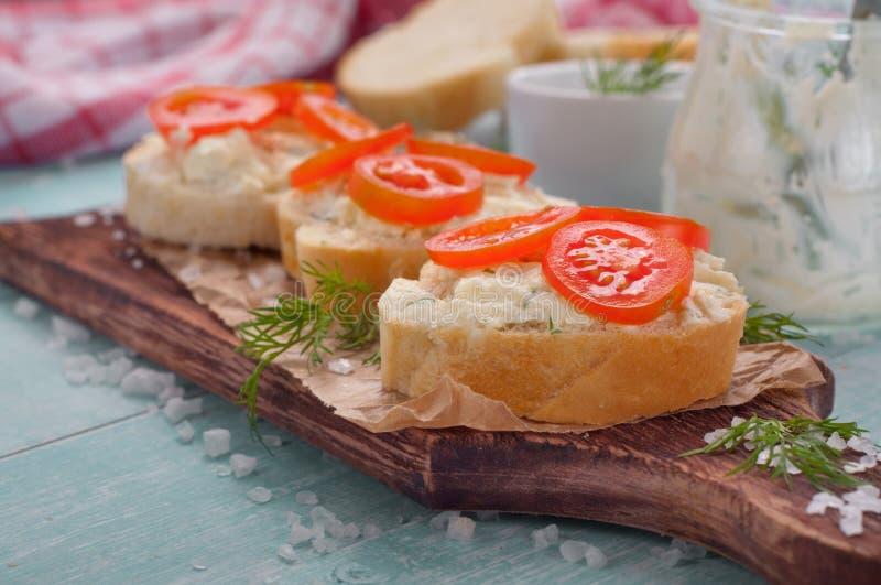 Sandwich met van de geitkaas en kers tomaten royalty-vrije stock afbeelding