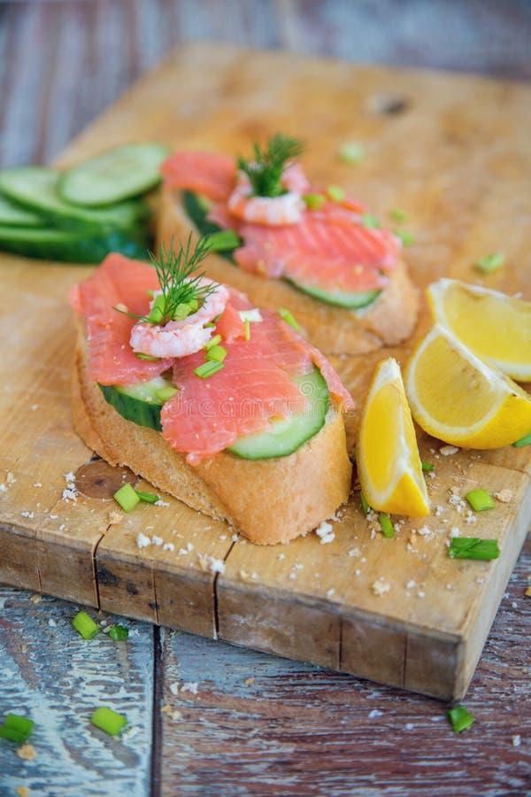 Sandwich met Zalm royalty-vrije stock afbeeldingen