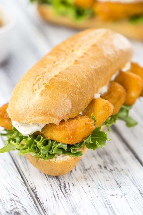 sandwich mit fisch st cken selektiver fokus stockfoto bild von nahrung fischrogen 76030702. Black Bedroom Furniture Sets. Home Design Ideas