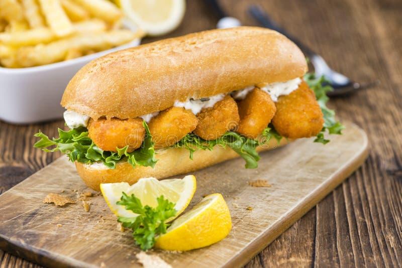 sandwich mit fisch st cken selektiver fokus stockfoto bild von haufen brot 76030724. Black Bedroom Furniture Sets. Home Design Ideas