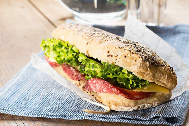 Sandwich mit Sesamstartwerten für zufallsgenerator stockfotos