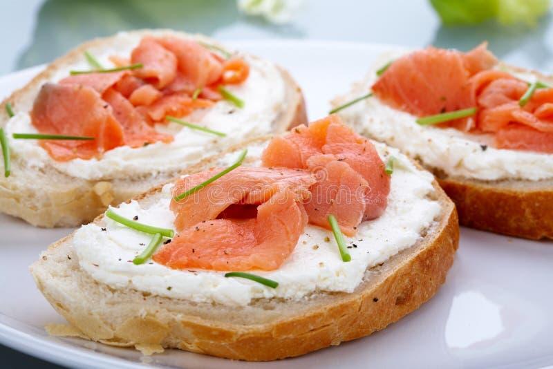 sandwich saumoné fumé photographie stock