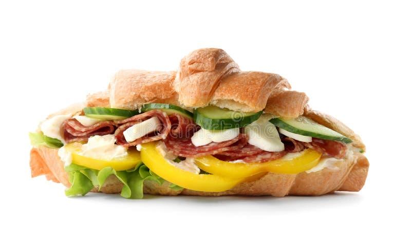 Sandwich savoureux à croissant avec le salami photo stock