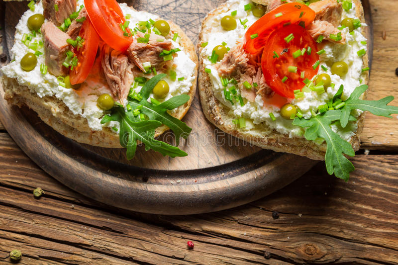 Sandwich with tuna, tomato and rocket salad royalty free stock photos