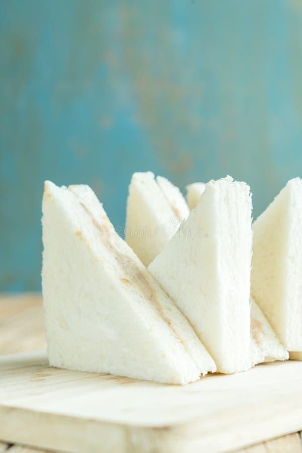 Sandwiche auf dem hölzernen Hintergrund stockbild