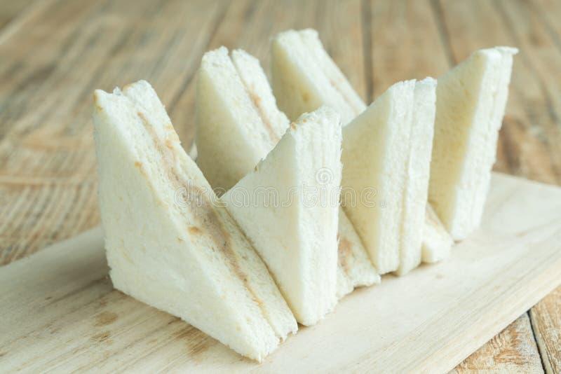 Sandwiche auf dem hölzernen Hintergrund stockfotografie